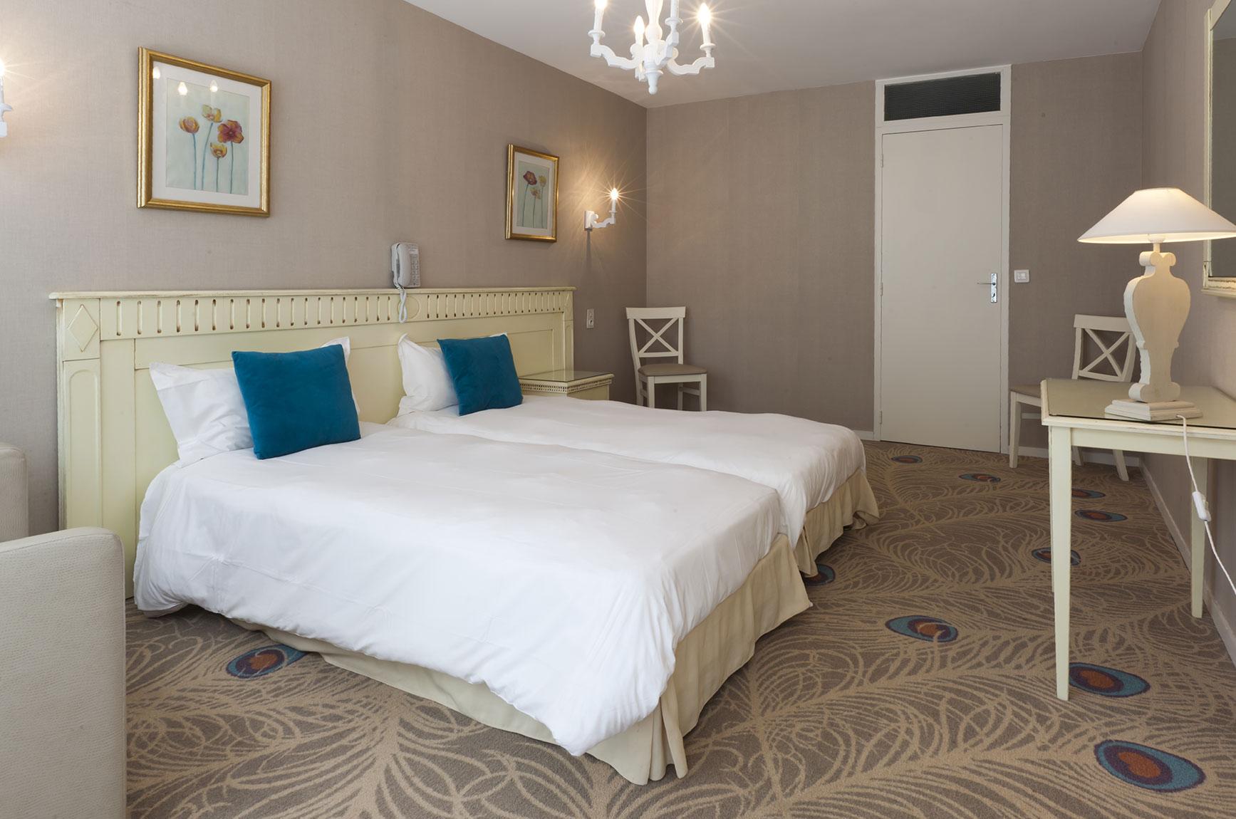 Camera da letto con 2 letti singoli h tel du parc - Divano letto con due letti singoli ...